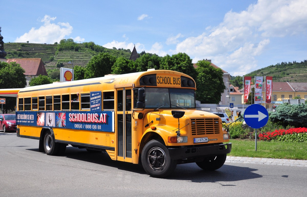 International 380C T444 E,ehemaliger US School Bus im Mai 2015 in Krems gesehen.